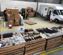 Fuzis são encontrados em contêiner que veio dos Estados Unidos em porto de Santa Catarina