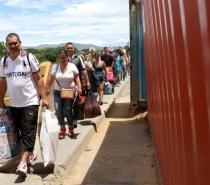 Reabertura de fronteira entre Venezuela e Colômbia tem tráfego intenso de pessoas