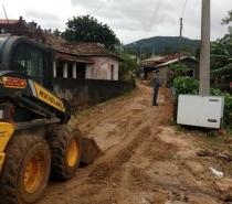A Defesa Civil Estadual informou nesta sexta-feira (31) que monitora a região do Norte e Vale do Itajaí pelo risco de estragos ao longo do dia com a previsão de mais chuva. Desde quinta-feira (30), pelo menos 34 cidades tiveram danos. Há escolas públ